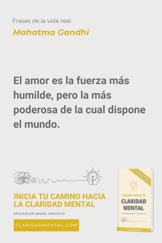 Mahatma Gandhi: El amor es la fuerza más humilde, pero la más poderosa de la cual dispone el mundo.